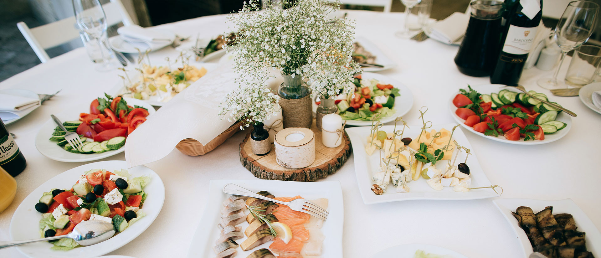 hosting-the-perfect-banquet-food-drinks